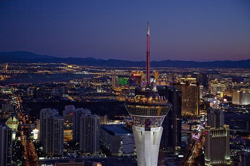 Nightlife in Las Vegas is one of the top reasons to move here!