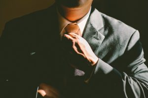 A man in a suit - moving guide for young professionals will help you find a job.