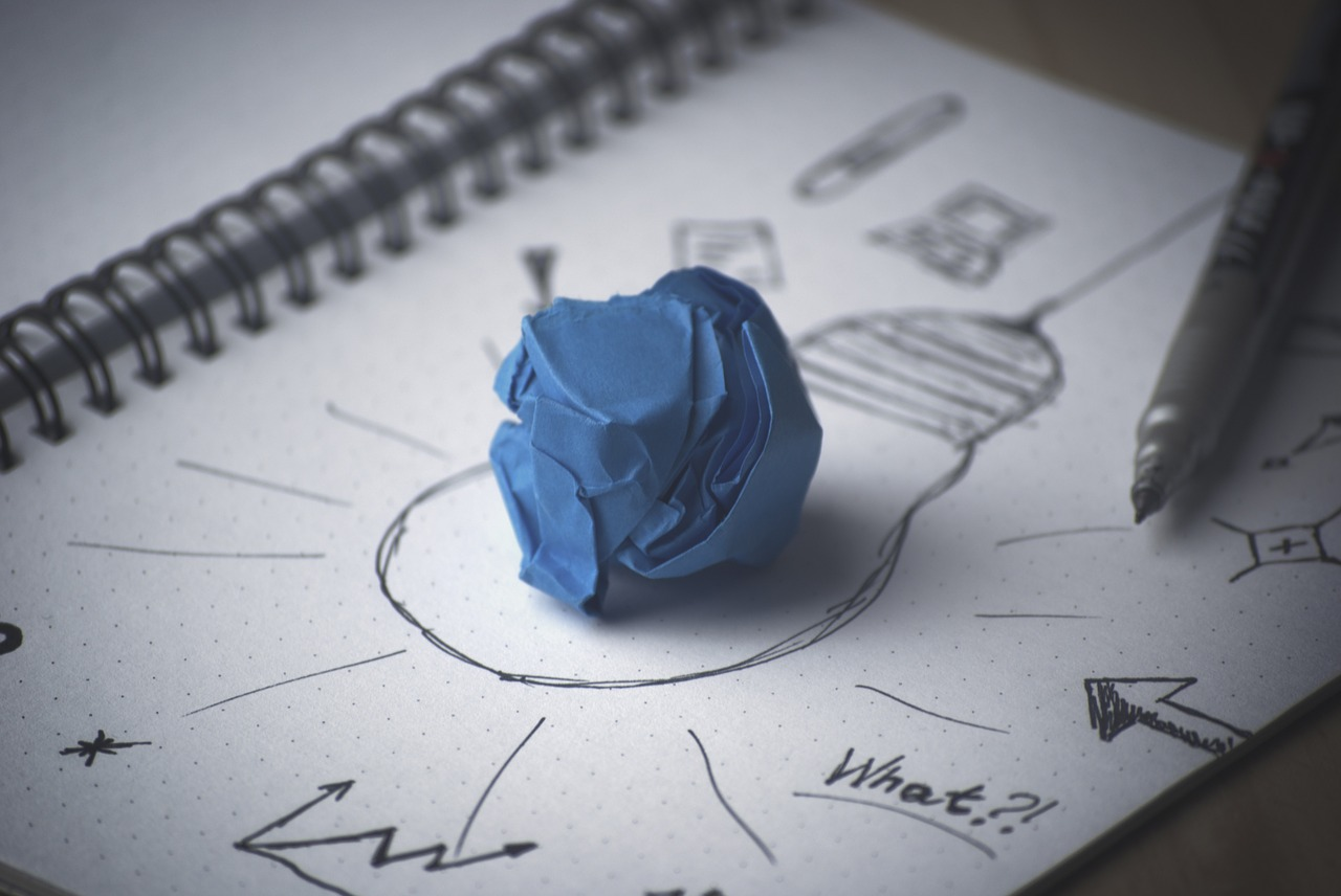 A ball of apaper and a drawn light bulb