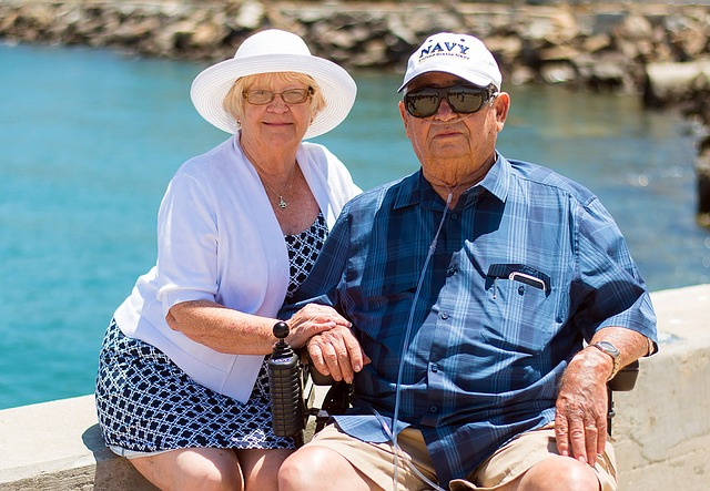 Seniors are wondering is it better to retire in Nevada or in Florida.
